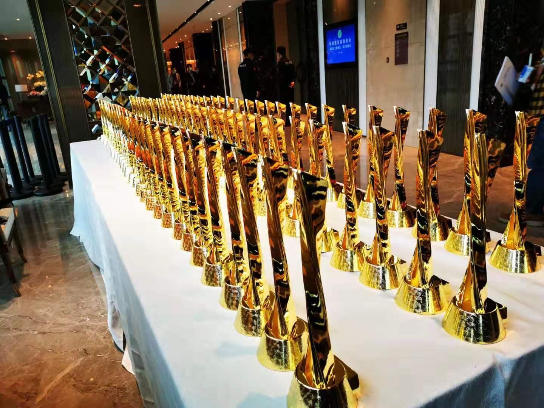 2020年中国建筑装饰行业盛会:汇盈娱乐平台注册稳居装饰类前十强、斩获13项行业最高荣誉